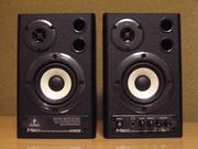 Продам студийные мониторы Behringer MS20